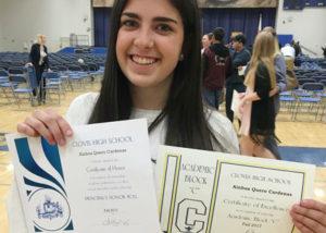 Ainhoa quero recibe el principal honores roll por sus buenas notas del 1er semestre