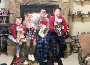Guillermo con sus host brothers en Navidad