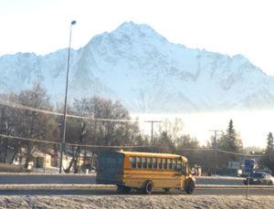Estudiar en Alaska, autobus escolar