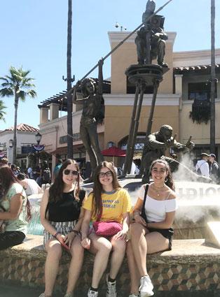 Universal Studios, Estudiar en USA