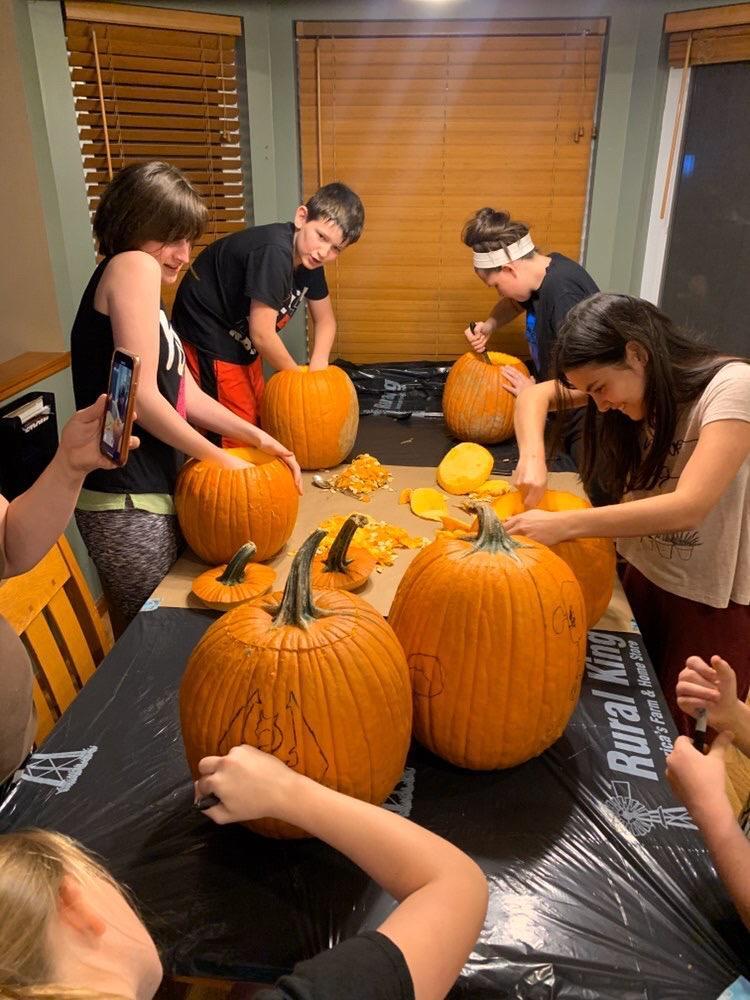 Tradicional estampa familiar durante Halloween en Estados Unidos.