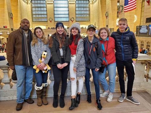 Sonia con amigos y familia americana