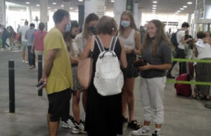Despedida de Ona en el aeropuerto.